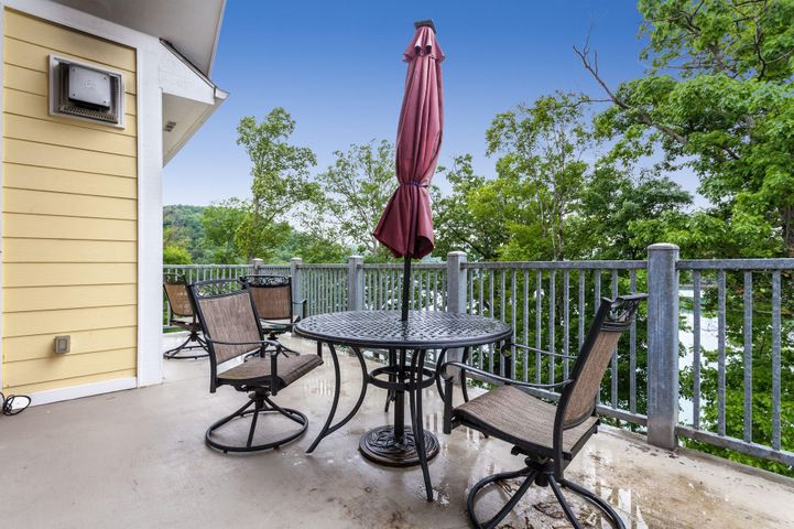 Lake views and gorgeous trees right outside of this condo! Top floor living puts you in the treetops!