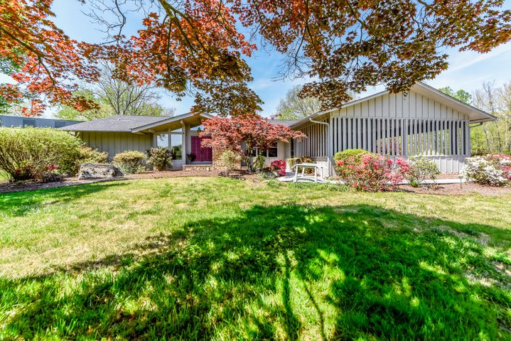 4231 W Lakeview Circle, Louisville, TN 37777