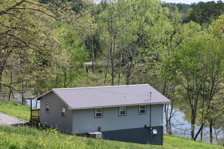 203 Wagon Lane, Speedwell, TN 37870