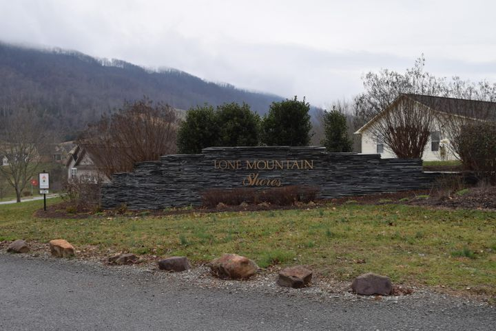 965 Whistle Valley Rd, New Tazewell, TN 37825