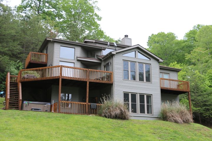 518 Deerwood Lane, Lafollette, TN 37766