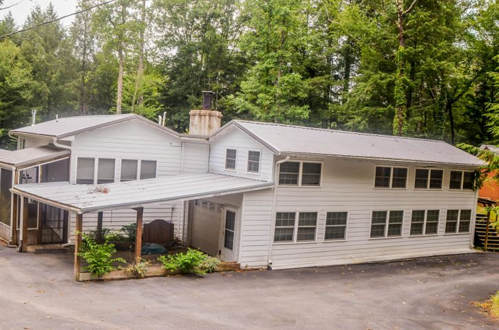 135 White Creek Court, Deer Lodge, TN 37726