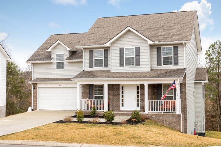Beautiful 5 bedroom home in city of Maryville