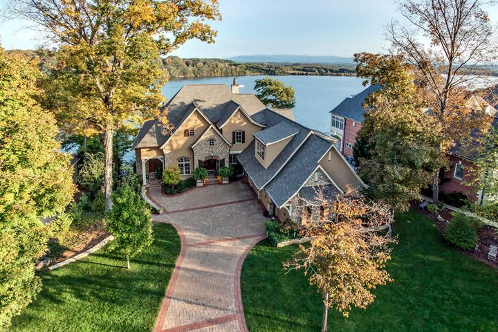 175 Rock Point Drive, Vonore, TN 37885