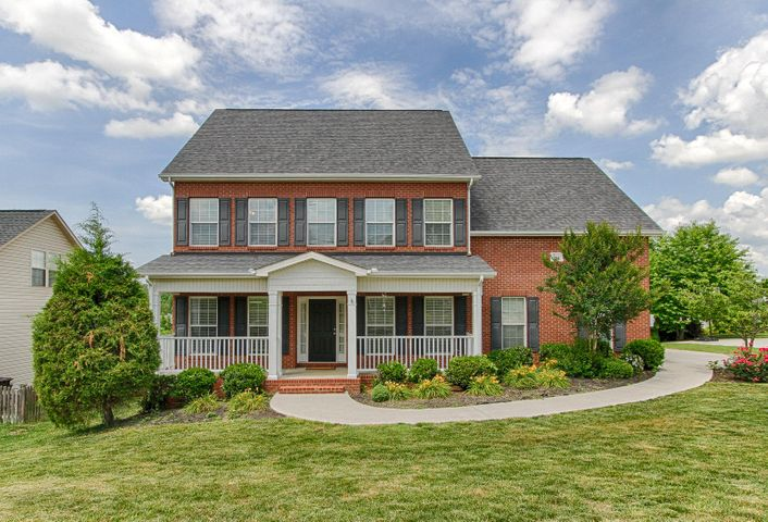 Spacious, traditional home in a great Farragut neighborhood!