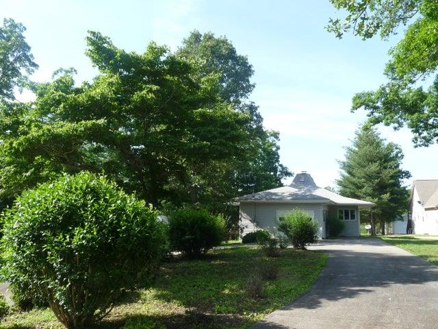 8649 Cherokee Tr, Crossville, TN 38572