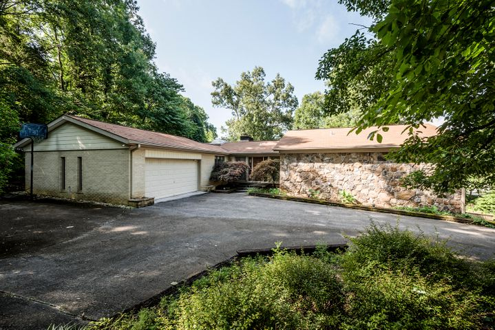2105 Lakepoint Drive, Knoxville, TN 37922