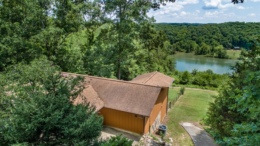 902 Skyline Drive, Harriman, TN 37748