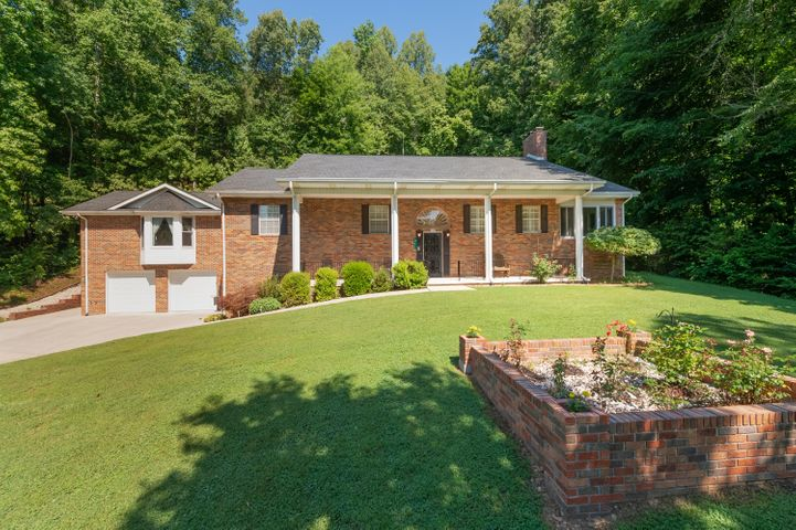741 Old Hen Valley Rd, Oliver Springs, TN 37840