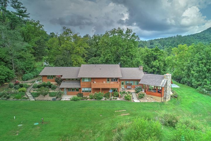 4242 Pearl Valley Rd, Sevierville, TN 37876