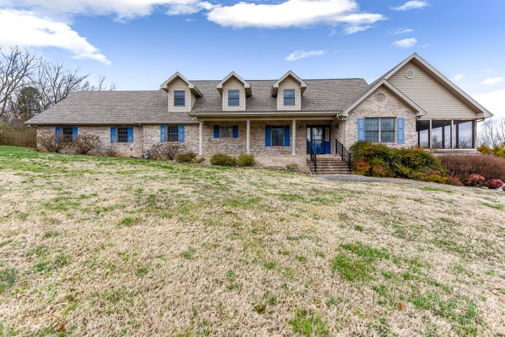 222 Woodcrest Drive, Maryville, TN 37804