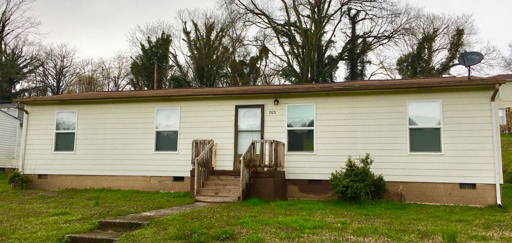 705 Clifty St, Harriman, TN 37748