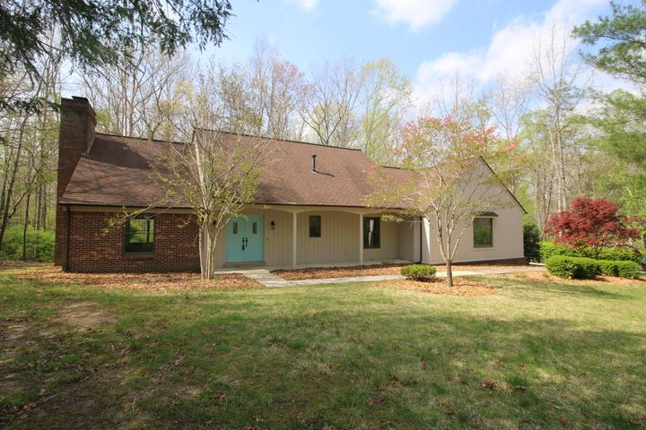 843 Holiday Drive, Crossville, TN 38555