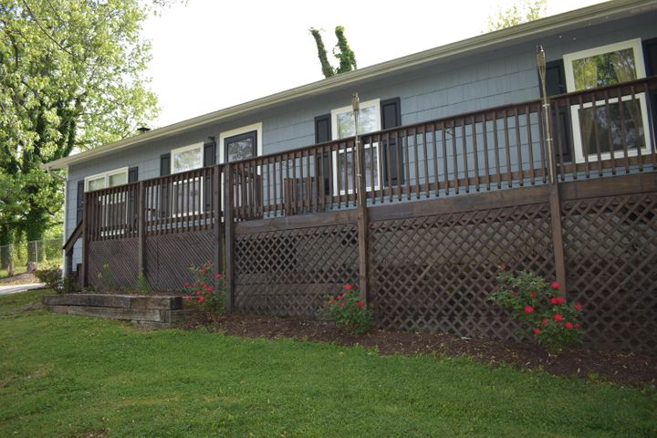 900 Bayless St, Rockwood, TN 37854