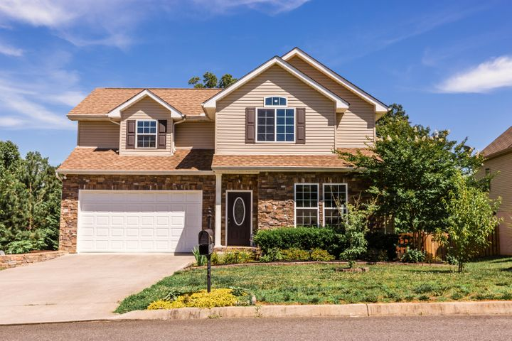 Situated in popular Knoxville neighborhood with club house and pool!