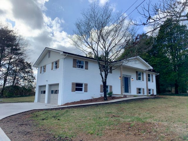945 Ponder Rd, Knoxville, TN 37923