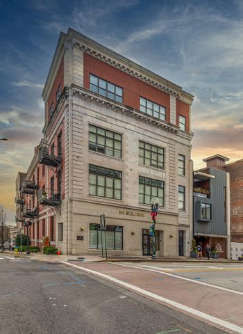 Lovely 2 Bedroom, 2-1/2 Bath Loft in the heart of Downtown Knoxville