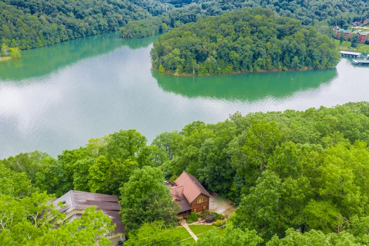 1288 N Shorewood Drive, Caryville, TN 37714