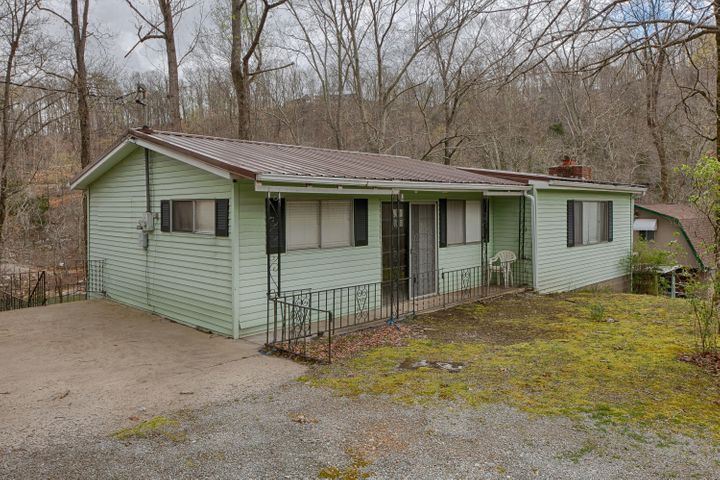 1005 Indian River Bd Rd, Jacksboro, TN 37757