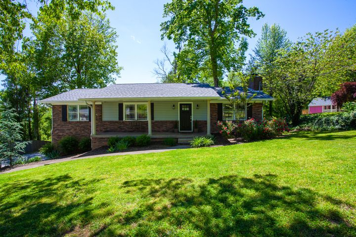 1425 S Courtney Oak Lane, Knoxville, TN 37938