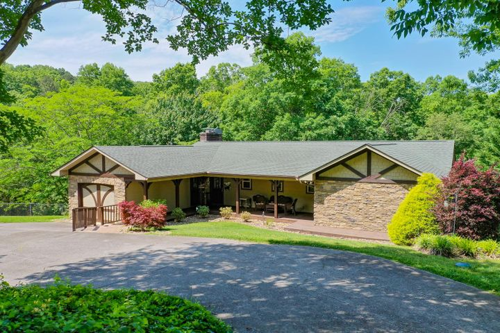 Charming Lakefront Home!