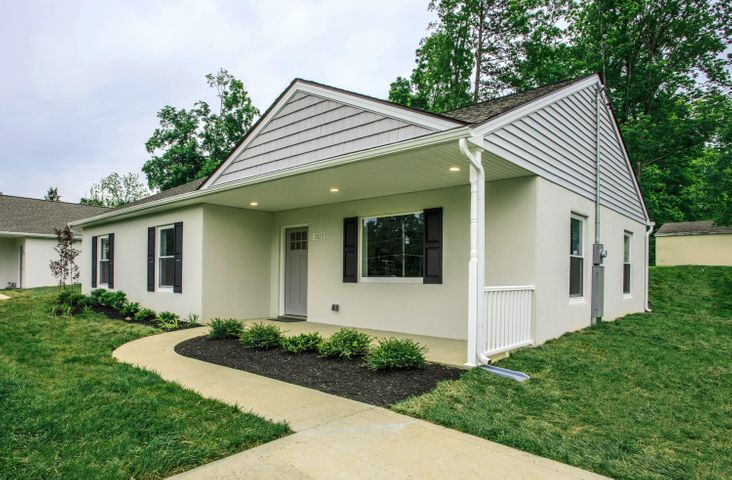 Propsed construction. Photos and virtual tour from previously sold home constructed by same builder. Finishes may vary from base plan & upgrades may be shown in pictures.