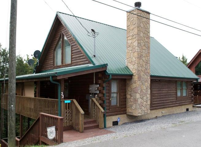 Quaint 2 bed/2 bath cabin located in Douglas Lake Resort