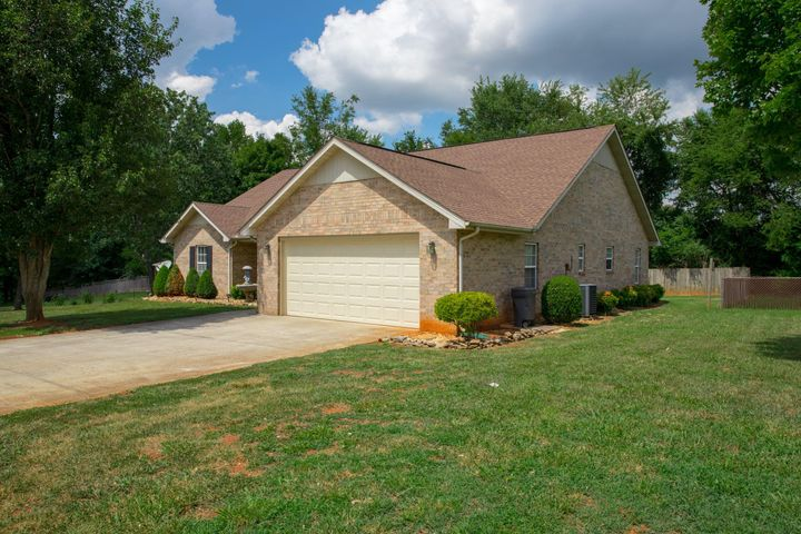 1108 Katie Brook Lane, Maryville, TN 37803