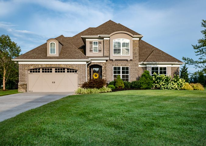 11508 Shirecliffe Lane, Knoxville, TN. 37934 located minutes to the lake located in a beautiful upscale community.