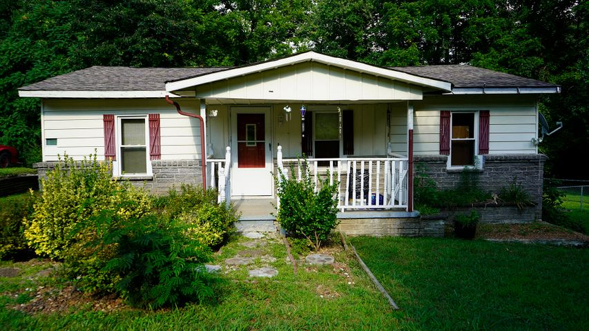 215 Ford Ave, Harriman, TN 37748