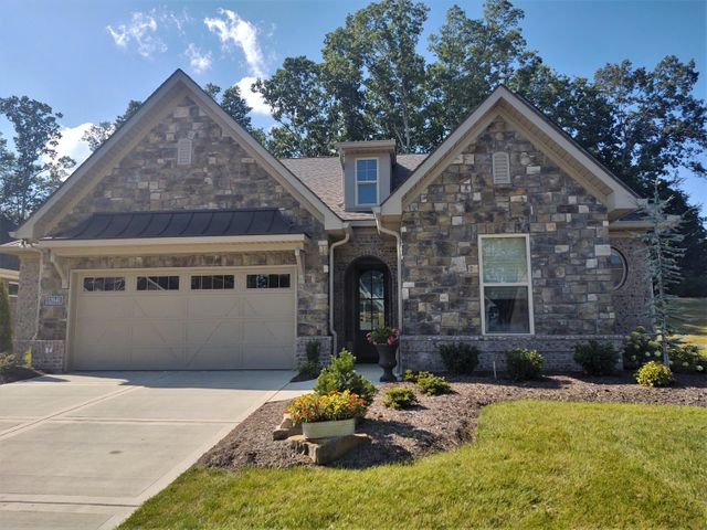 IDEAL LOCATION IN THE HEART OF FARRAGUT