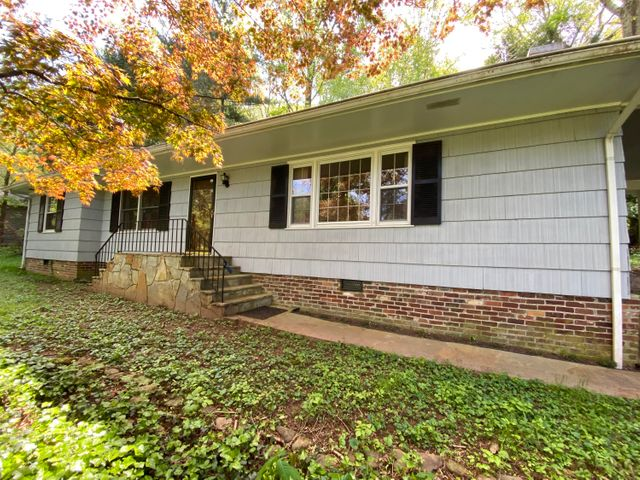 Charming Cottage on a Wooded Lot