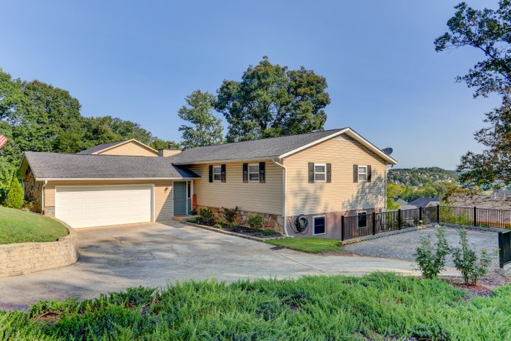 1303 E Woodshire Drive, Knoxville, TN 37922