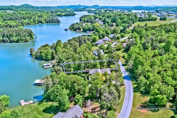 Lakefront & Dockable