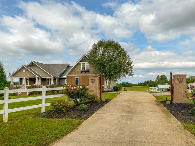3227 Carpenters Grade Rd, Maryville, TN 37803