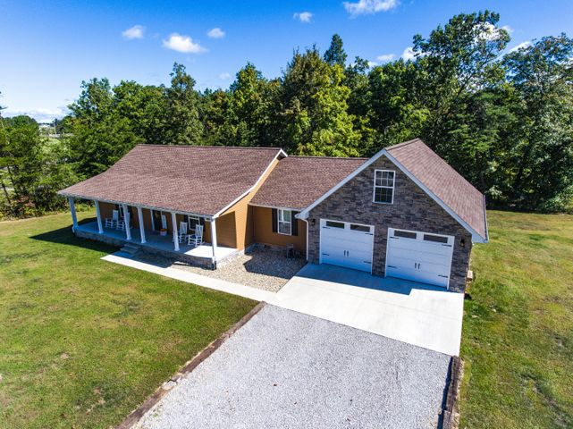 805 Clear Creek Pkwy, Clarkrange, TN 38553