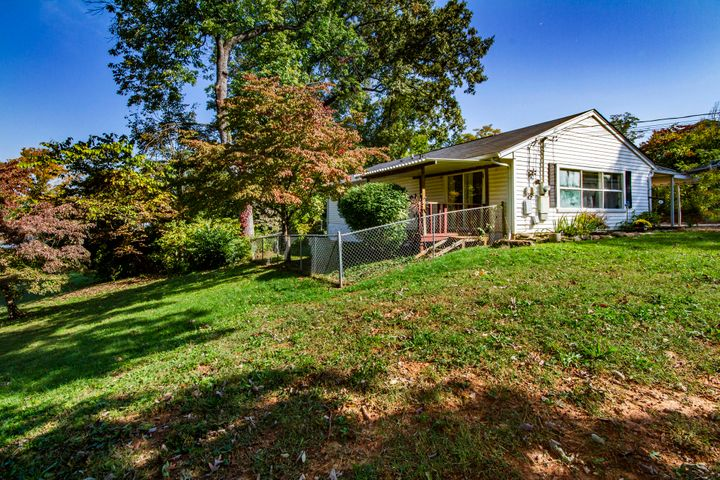 4615 Tanglewood Rd, Knoxville, TN 37912