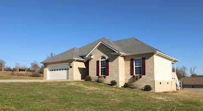 Beautiful, well-maintained home just 5 minutes from downtown Madisonville.