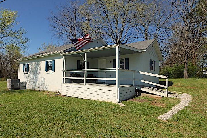 Wow, a move in ready updated home on a huge lot in Madisonville