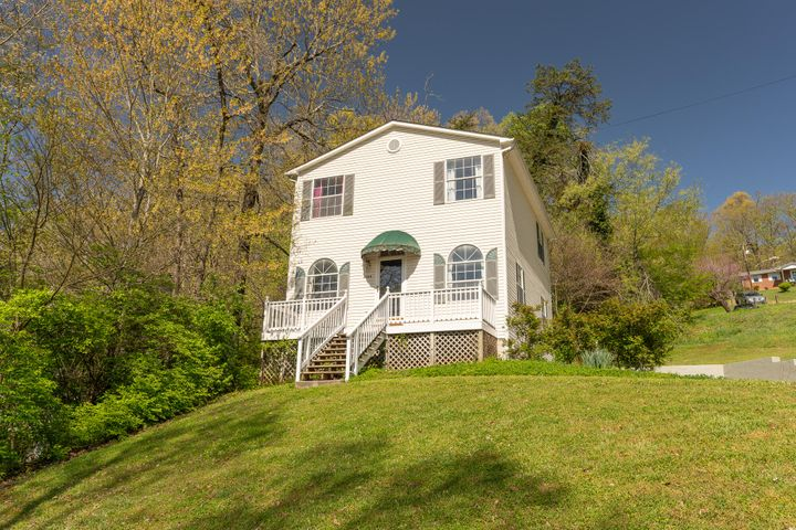 2323 NE Woods End Drive, Knoxville, TN 37918