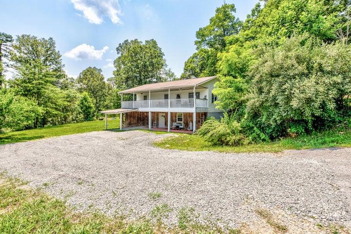 228 Chapman Lane, Jacksboro, TN 37757