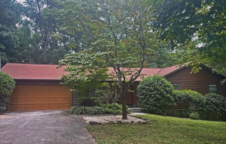 704 Banbury Rd, Knoxville, TN 37934