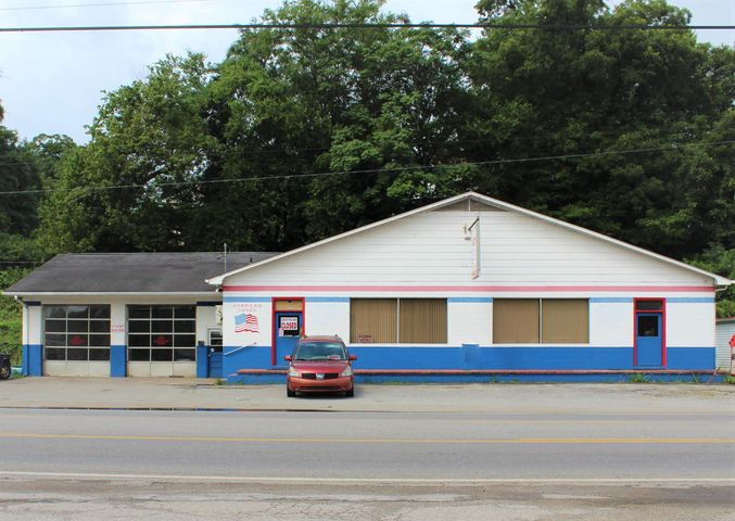 1011 N Main St, Sweetwater, TN 37874