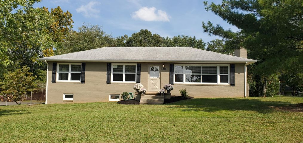 Attractive mid-century L-shaped ranch with unfinished basement