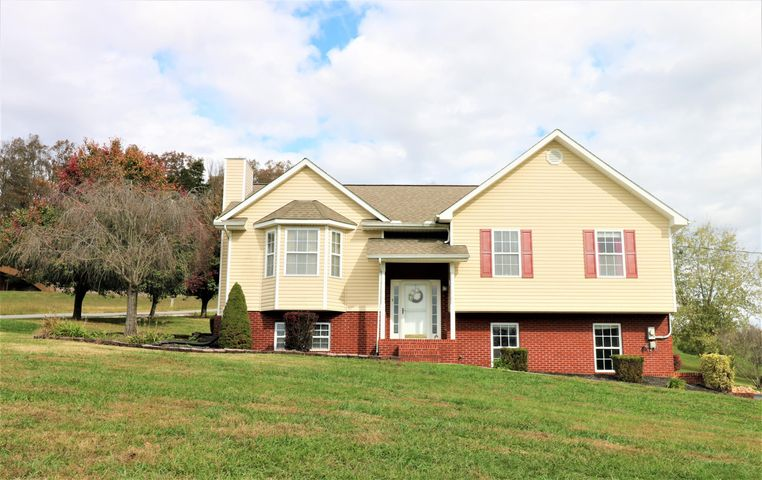 Information provided by seller and tax data. Deemed reliable but not guaranteed. As with all real estate transactions buyers should verify all information (including but not limited to sq. footage, HOA fees and amenities) Have desired inspections and survey and buy title insurance.Come see this beauty! Located in Beautiful RIVERPOINT subdivision in Grainger County. Low county taxes! Neighborhood river access. Great family home with a large lot. Vaulted living room with cozy fireplace. Large family room. Large deck for entertaining this summer with your own above ground pool.This home is immaculate! Check out the virtual tour and then come see this home in person.