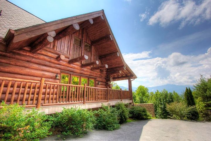GROSSED OVER $101K IN 2018! OVER 3,500 SF OF LOG LUXURY! Gorgeous mountain views are the backdrop for this lovely 5 BR, 5 BA LARGE LOG HOME with privated GATED drive. Spacious floor plan with exposed beams and large open floor plan on the main level that is perfect for entertaining year round. The family chef will appreciate the spacious kitchen and dining area that features granite countertops, a large island, lots of custom cabinetry, and a HUGE dining table that accomodates 14 or more. There is a full bath on this main level, but the KING SUITES are located either upstairs or downstairs to maximize privacy. Upstairs you will discover 2 BR's & 2 BA's and a cozy sitting area that is the perfect place to curl up and read a good book. Down on the lower level of the home you will
