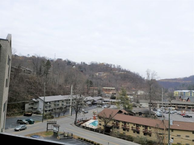1 bedroom, 1 bath unit in Olde Gatlinburg Place. Walking distance to Downtown Gatlinburg. Located on the 6th floor with a nice view of the mountains. Fireplace in the living room,  private balcony, and access to the complex's swimming pool. Comes fully furnished.