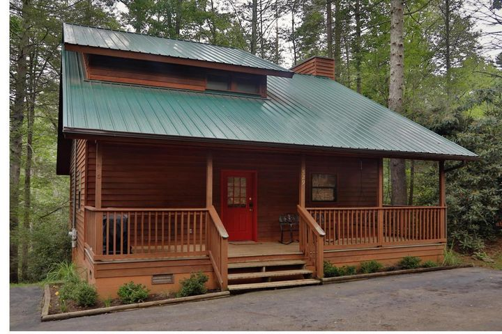 Beautiful two bedroom cabin located just off of Highway 321 in Gatlinburg, minutes to downtown and all of the tourist attractions, dining, shopping, and the Great Smoky Mountains National Park. Cabin has a hot tub, porch swing, rocking chairs, gas grill, WiFi, Flat Screen T.V's, and beautiful stack stone fireplace. Cabin also has a fully equipped kitchen. All furnishings are new and include 2 King beds, a sleeper sofa, and a multi-player arcade. Cabin name: Divine Escape.