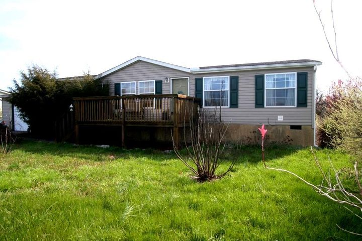 Great Location!!! This spacious floor plan is perfect for everyone in the family! Three Bedrooms, two baths, huge Master Bedroom and Master bath as well, see pictures. Enjoy the fireplace, appliances included, one car garage... almost a half acre level lot!!! Call us to view today!!!