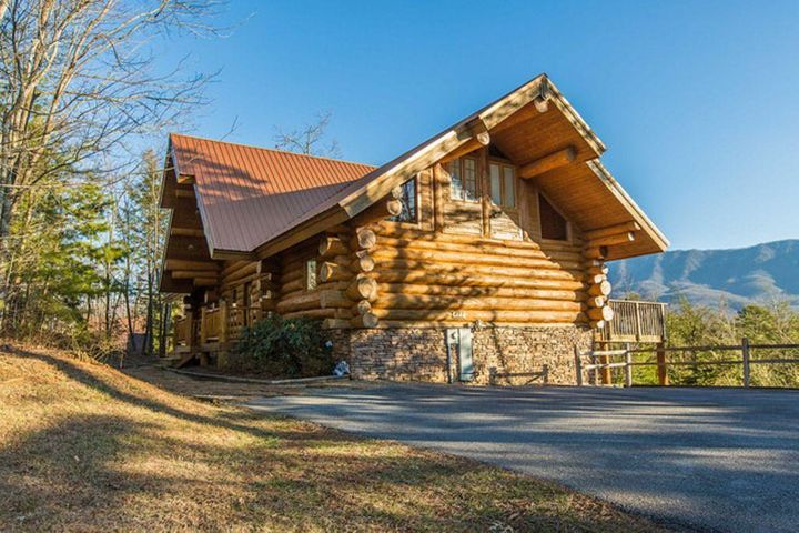 GROSSED $104K IN 2018! Great potential to gross more than $150K annually! Large log home with MOUNTAIN VIEWS! Seller is scheduled to do some improvements to the property in spring/summer to make this property even more of a showplace! This 4 BR, 5.5 BA large LOG home with a BONUS ROOM offers over 3,200 SF of luxurious log living in ''Pinnacle View'' subdivision located just a few miles from downtown Gatlinburg. The interior of the home features open beams, lots of gleaming millwork, and a spacious living room that is open to the dining and kitchen areas. The kitchen features granite countertops and custom cabinetry, and all of the windows and fixed glass located on this main level offers a view of the mountains from each room. There is a convenient main level bedroom suite that is separate